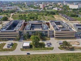 WCZT tworzone jest przez konsorcjum koordynowane przez Uniwersytet im. Adama Mickiewicza (UAM). W jego skład wchodzą: Uniwersytet Przyrodniczy, Politechnika Poznańska, Uniwersytet Ekonomiczny, Uniwersytet Medyczny oraz 4 instytuty naukowe Polskiej Akademii Nauk, jeden instytut badawczy i Poznański Park Naukowo-Technologiczny Fundacji UAM. Składający się z kompleksu budynków obiekt ma powierzchnię ok. 20 tys. mkw.
