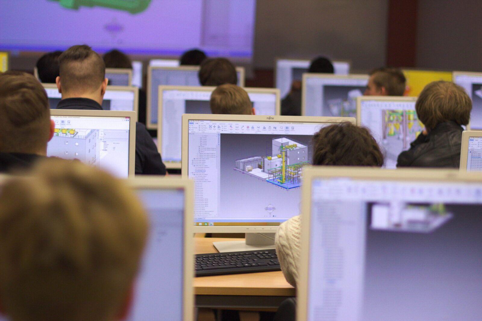 Pół wieku tradycji i nowoczesności w kształceniu