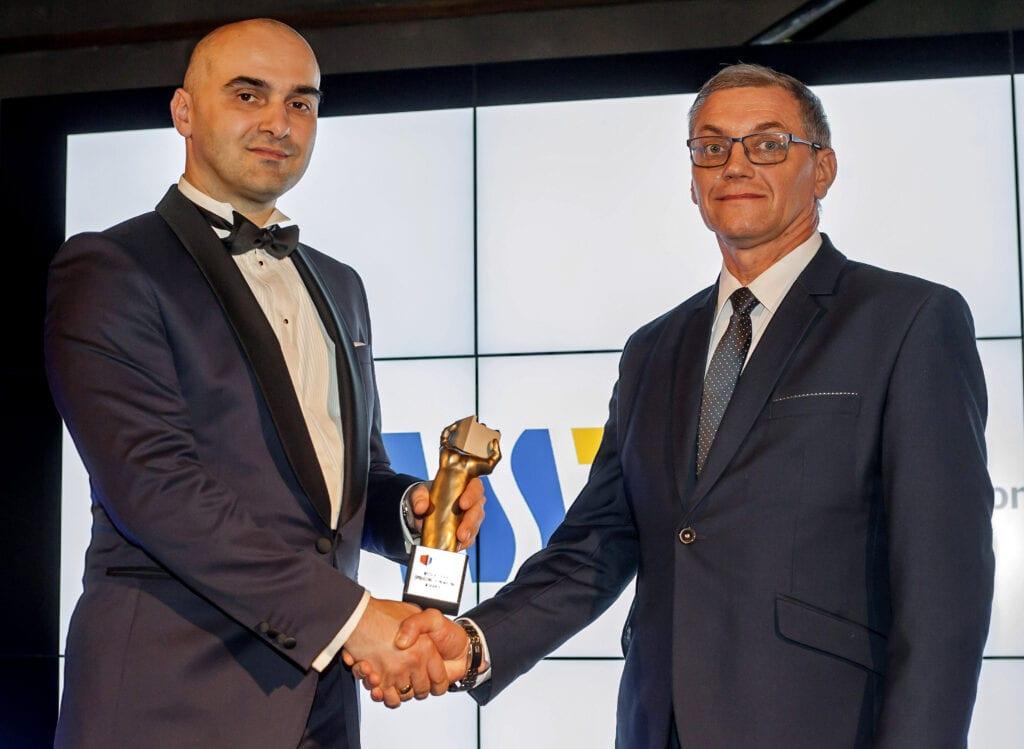 Rektor Roman Gawrych odbiera statuetkę Siły Polski 2017