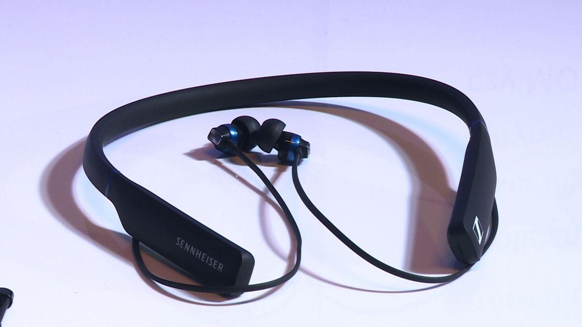 Słuchawki stają się coraz bardziej smart. Producenci oferują także najnowszą technologię dźwięku 3D