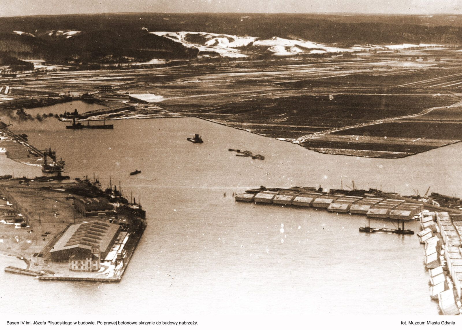 29 maja 1921 rozpoczęły się pierwsze prace budowlane w Porcie Gdynia