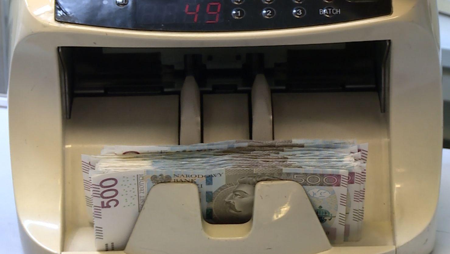 Sektor finansowy na wojnie z fałszerzami pieniędzy. Inwestuje w coraz bardziej innowacyjne technologie druku