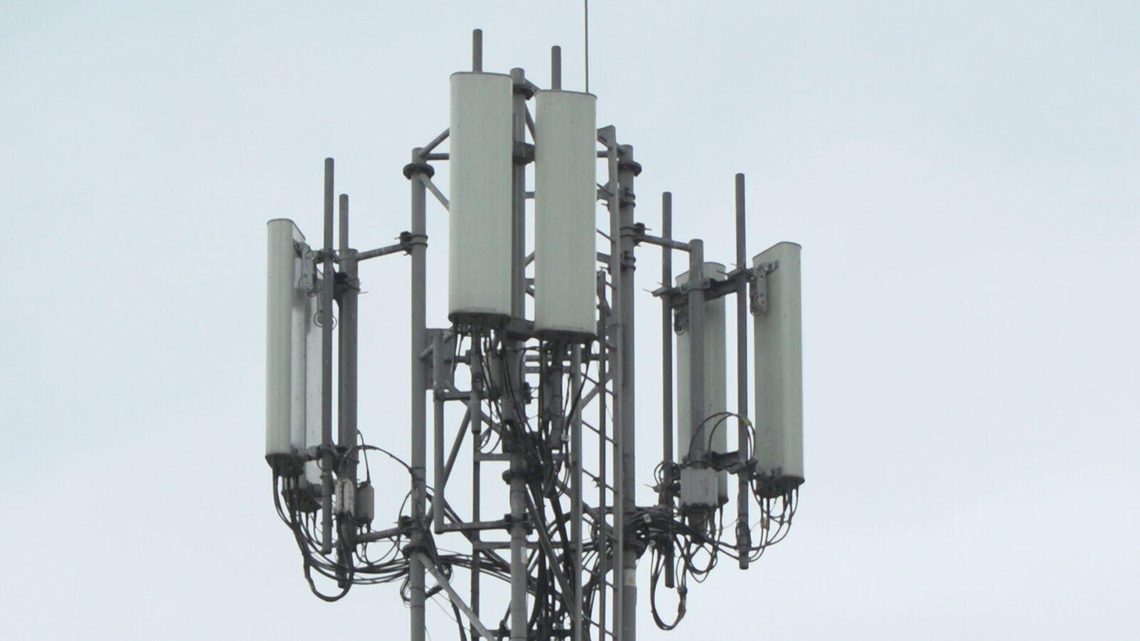 Wykluczenie dostawców sprzętu do budowy sieci 5G może znacznie opóźnić jej powstanie. Zwiększy też ceny usług operatorów komórkowych
