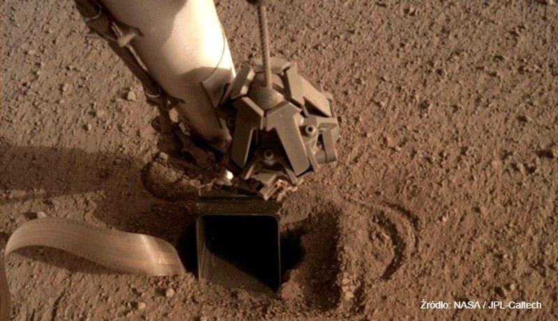 """""""Polski"""" Kret próbuje wgryźć się w powierzchnię Marsa. Lądownik NASA ma sprawdzić podobieństwo planety do Ziemi"""