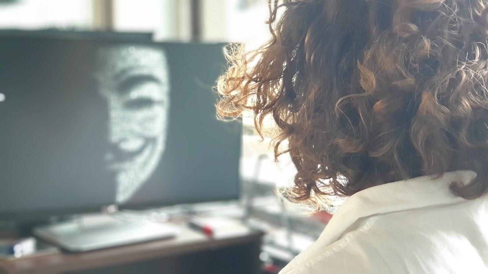 Fala ataków cyberprzestępców w pandemii przybiera na sile. W 2020 roku tylko w USA straty sięgnęły 4,1 mld dol.