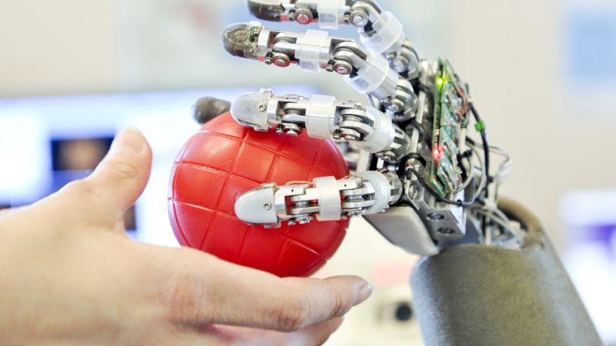 UE zamierza stworzyć regulacje prawne zakazujące niebezpiecznych zastosowań sztucznej inteligencji