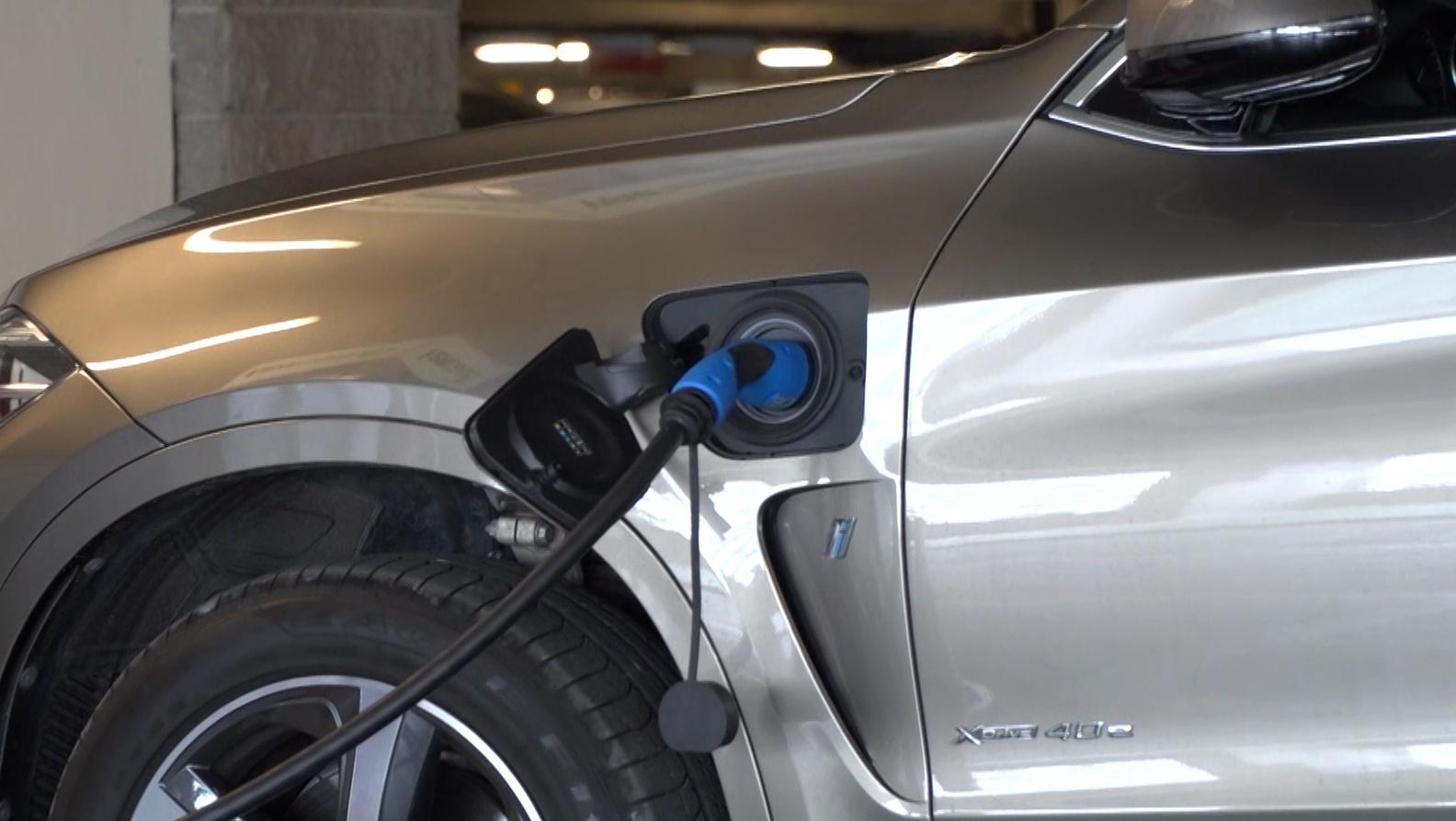 Superszybka ładowarka połączona z magazynem energii przyspieszy rozwój elektromobilności. Ma łączyć niskie stawki za kWh ze stosunkowo niewielkim kosztem inwestycji