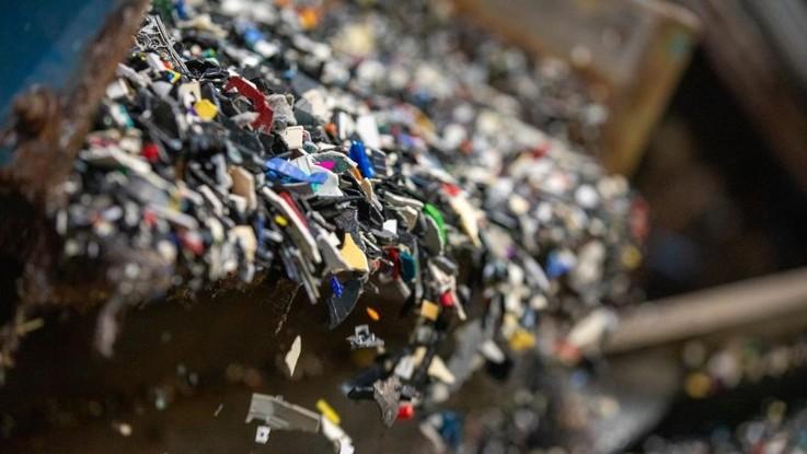PE: niski poziom recyklingu tworzyw sztucznych w Unii oznacza duże straty