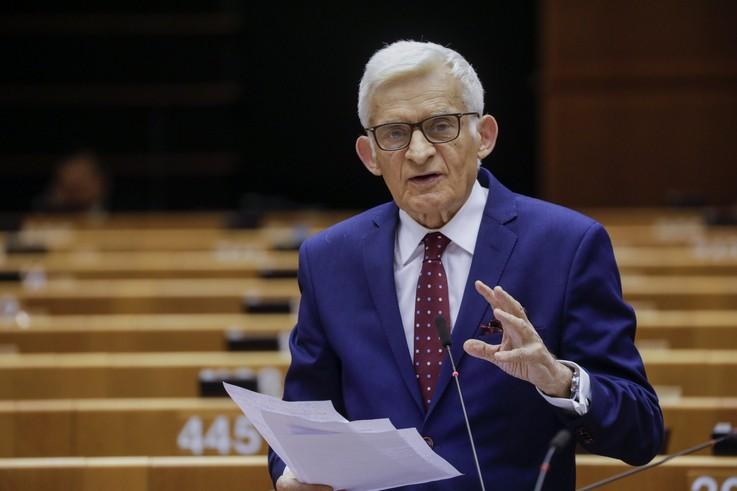 """Buzek: wdrażanie całego pakietu legislacyjnego """"Fit for 55"""" będzie trwało do dwóch lat"""